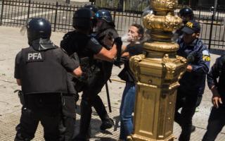 El momento del ataque de Gendarmería a la Diputada Mendoza.