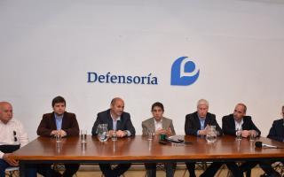 El encuentro se llevó a cabo en la sede de la Defensoría del Pueblo de la Provincia, en 9 y 50.