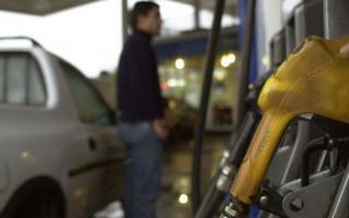 La suba del dólar generará aumentos en las naftas.