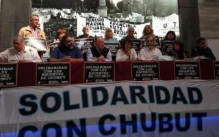 Paro en todo el país por la muerte de dos docentes en Chubut.