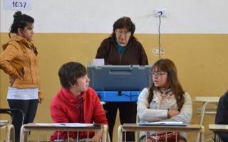 No hubo cuarto oscuro con la implementación del voto electrónico, que generó múltiples quejas. Foto: El Tribuno.