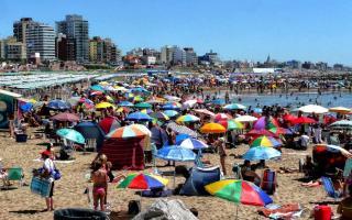 Por la disparada del dólar se especula que podría mejorar el turismo interno en la temporada estival.