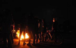 Se multiplican las protestas de vecinos en reclamo de la reanudación del suministro de luz.
