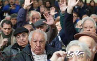 El Gobierno daría una suma fija a los jubilados en marzo.