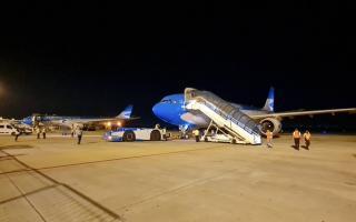 Aún se desconoce la cantidad de dosis que traerán los dos aviones de Aerolíneas.
