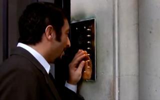Escena de la película Nueve Reinas donde se realiza una estafa similar a la ocurrida en Ensenada.