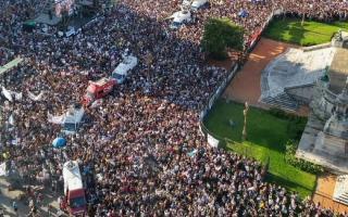 La marcha frente al Congreso. Hubo réplicas en todo el país.