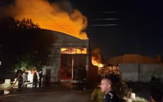 Tres bomberos debieron ser asistidos.