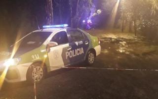 La policía en el lugar donde fue encontrada la modelo muerta. Foto: @MPetruch.