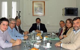 Intendente Gobbi se reunió con diputados bonaerenses por la UCR para buscar una solución al conflicto de Chascomús.