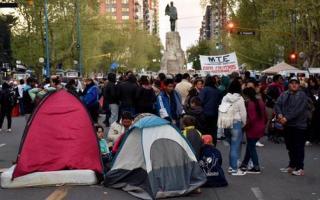 La CCC, la CTEP y de Barrios de Pie encabezaron el acampe.