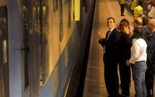 Randazzo recibió el tren en Rosario junto a una multitud.
