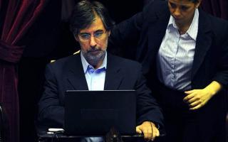 """Rivas se sumó a las críticas contra Binner por elogiar la """"mano invisible del mercado""""."""