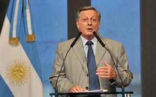 El Gobierno de Macri se prepara para aumentar los combustibles nuevamente en marzo.