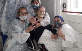 La foto de Yolanda al ser dada de alta publicada por el Ministro Gollán.