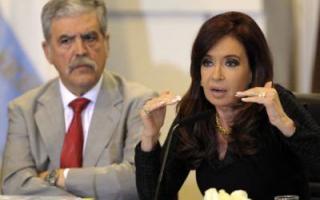 Ministro de Planificación Federal, Julio De Vido, junto a la Presidenta, Cristina Fernández.