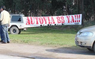"""Vecinos reclaman que la Ruta 88 sea una autovía. Foto: Facebook """"Autovia 88 YA!"""""""