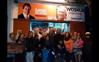 Ivoskus hizo campaña desde un local de Scioli.