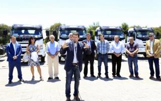 Franco La Porta entregó ayuda financiera a 20 cooperativas eléctricas y 25 vehículos a la empresa distribuidora de energía EDEN.