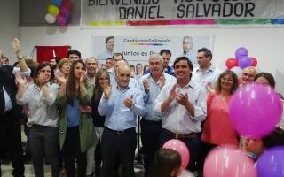 Salvador y los dirigentes de Cambiemos, de la Sexta Sección, en pleno acto. Foto: Veradia,