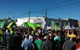 El acto del Día de Trabajador se hizo en las puertas de la planta de Ingredion en Baradero.