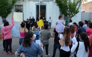 La movilización fue desarrollada en las calles de la ciudad y terminó a la Municipalidad. Foto: Prensa