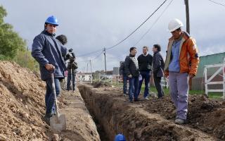 El intendente de Azul supervisó obras en el barrio Uocra. Foto: Prensa