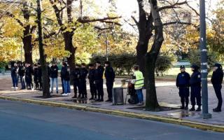 El procedimiento ocurre frente a gobernación. Foto: Prensa