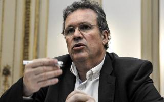 El ministro de Cultura,Tristán Bauer, explicó que apuntará a personas de bajos recursos.