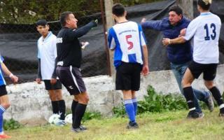 El ataque a Horacio Arias en Pueblo Doyle. Foto: Miguel Vulcano.