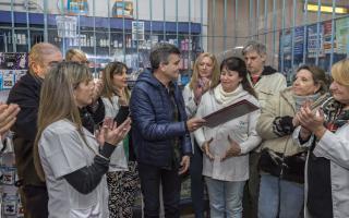 Zabaleta prohíbe por decreto el desembarco de Farmacity.