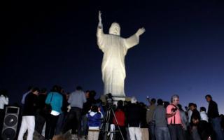 En el Cristo se instalaron equipos de energía Híbrida Eólica/Solar. Foto: Tandil Diario.