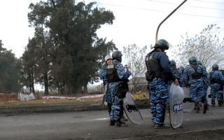 Policía bonaerense desaloja familias en Abasto