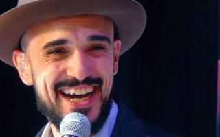 Abel Pintos le canta a Carolina