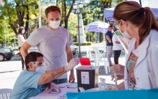 Abella exige transparencia y puso a disposición una lista de vacunados a nivel local