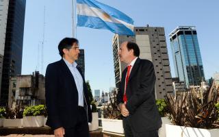 Juan Pablo Tripodi, presidente ejecutivo de la Agencia Argentina de Inversiones y Comercio Internacional; y el presidente del Banco Ciudad, Javier Ortiz Batalla.