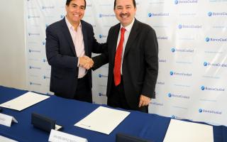 El ministro de Producción de la provincia de Buenos Aires, Javier Tizado, y el presidente del Banco Ciudad, Javier Ortiz Batalla.