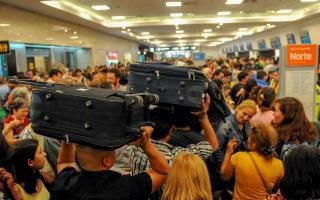 Conflicto en Aerolíneas Argentinas: Suspenden a 376 empleados y este miércoles habrá asambleas