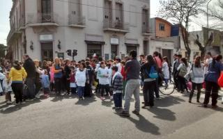 Lla Justicia ordenó a directivos y autoridades policiales que anulen los abandonos de las escuelas. Foto: Prensa