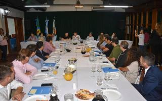 Arroyo junto a Menéndez encabezaron la charla con los intendentes.