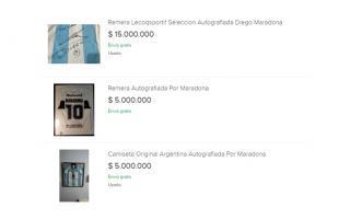 Desorbitantes precios por una camiseta autografiada por Diego Maradona en venta online