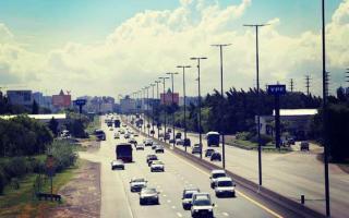 La Autopista sumó un carril, nuevas luminarias y cámaras de seguridad. Foto: Twitter @jovenesxscioli