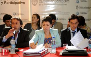 Silvina Batakis, Martín Di Bella y Patricio García en la Comisión de Presupuesto e impuesto del Senado. Foto: AG La Plata