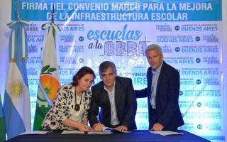 Guillermo Britos en la firma del convenio