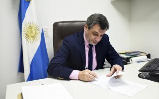 Diputado Sergio Buil busca que la propina pueda estar incluida en la factura final
