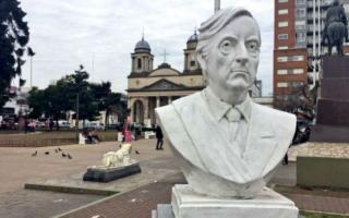 Morón: Tagliaferro y concejales imputados por no restituir el busto de Néstor Kirchner