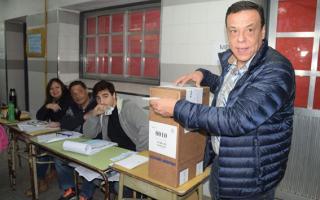 El Intendente Cáffaro, al momento de votar. Foto: La Voz de Zárate