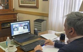 Javier Gastón en un encuentro virtual con autoridades provinciales y vinculadas al área sanitaria