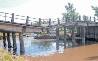 El puente está sobre el Río Pillahuincó Chico. Foto: Twitter @ElNegroLorenzo