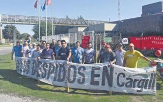 Los trabajadores piden reincorporación de los despedidos.